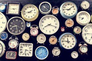 Analog retro clock time punctual tool