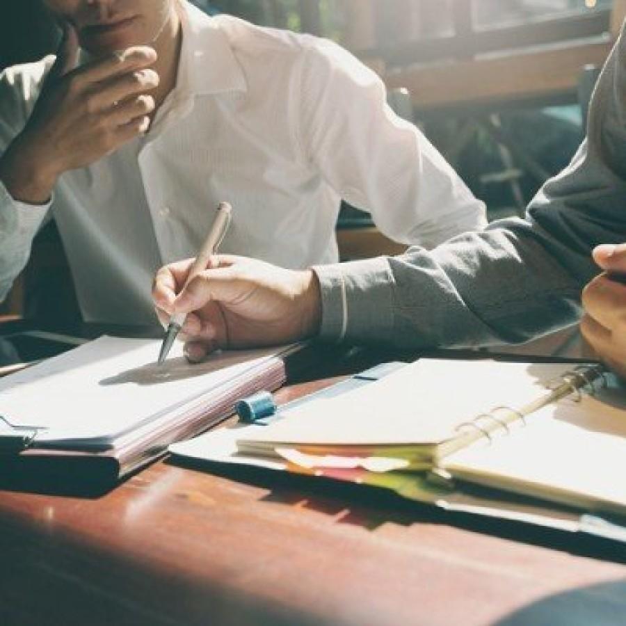 IT-Projekte extern vergeben: Dienstvertrag, Werkvertrag oder Arbeitnehmerüberlassung?