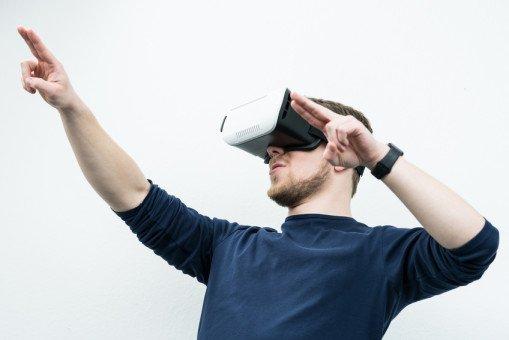 mindsquare nutzt App mit VR-Brille